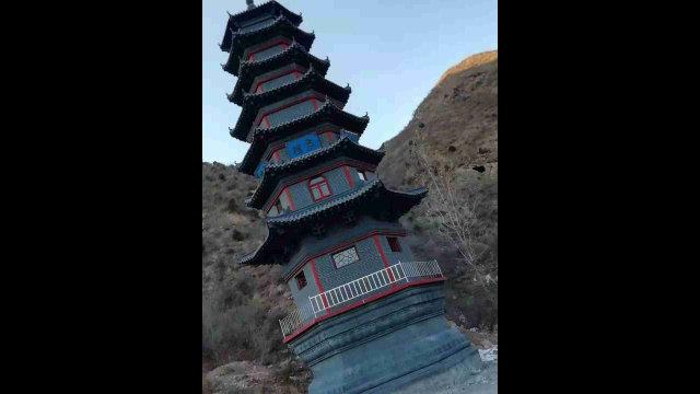 清凉寺内佛塔被拆毁之前(知情人提供)