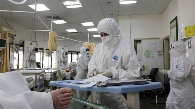醫護人員在照看病患(Mehr News Agency CC BY 4.0)