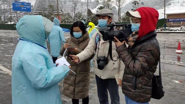 疫情期間新聞記者在工作中(網絡圖片)