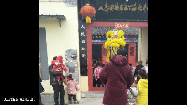 民眾進毛澤東紀念館祭拜