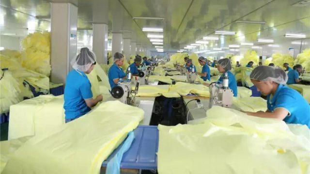 維吾爾族人正在湖北一工廠車間工作(網絡圖片)
