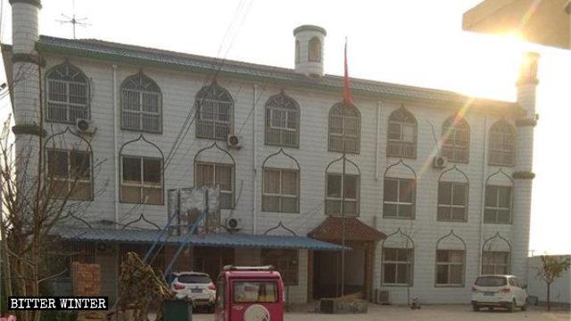 中沙海阿拉伯語學校的牌匾和月牙標誌被拆後
