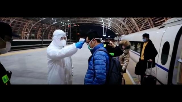兩個活肺經高鐵火速運達無錫,快遞員下車正接受體溫測量(來自Twitter)。但是活肺到底是誰提供的呢?