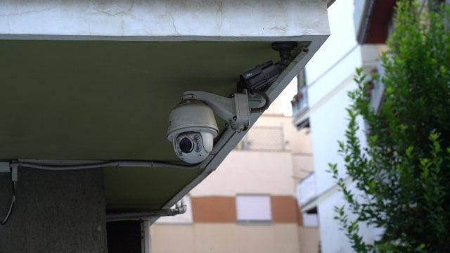 屋簷下的監控攝像頭(網絡圖片)