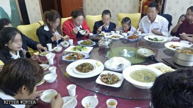 新疆喀什維族教師被迫吃漢餐
