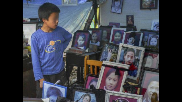 講述了他們為國家服役期間不堪回首的恐怖往事:追捕維吾爾人、對西藏喇嘛大開殺戒