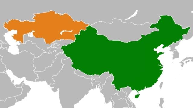 哈薩克斯坦(左)與中國(右)(公共領域)