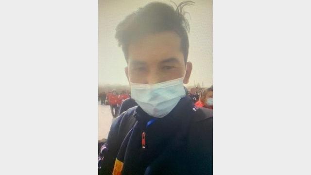 一名維吾爾勞工很茫然,不知何去何從(「維吾爾公報」推特)