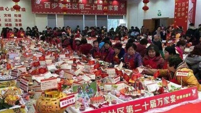2020年1月18日,武漢為了打破吉尼斯世界紀錄辦萬家宴,4萬多個家庭一起聚餐,這成了新冠病毒傳播的關鍵因素。(來自微博)