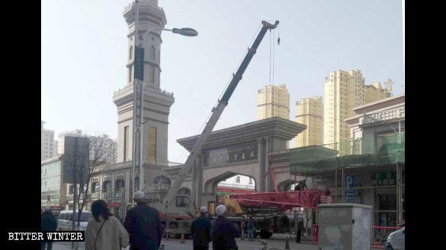 臨夏市民眼望清真老華寺被拆改