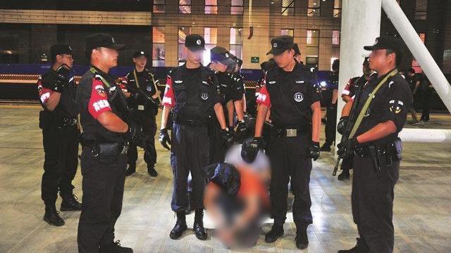 警方統一抓捕行動(網絡圖片)