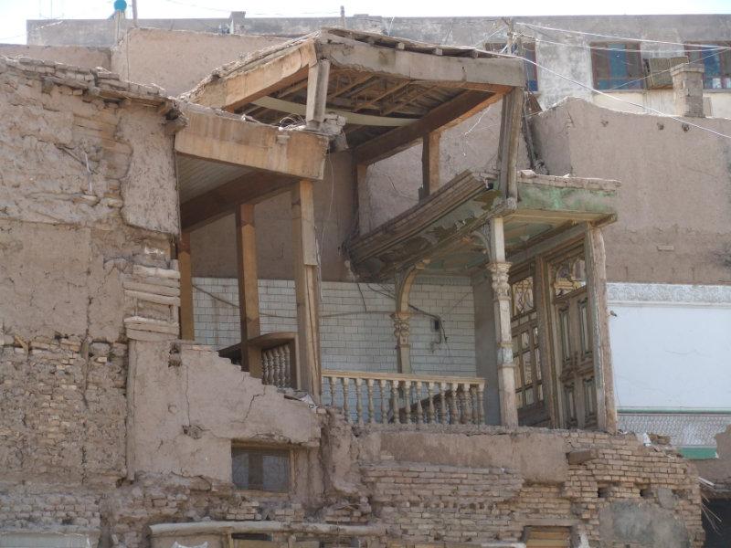 舊房子為新房子讓路。喀什 2012年