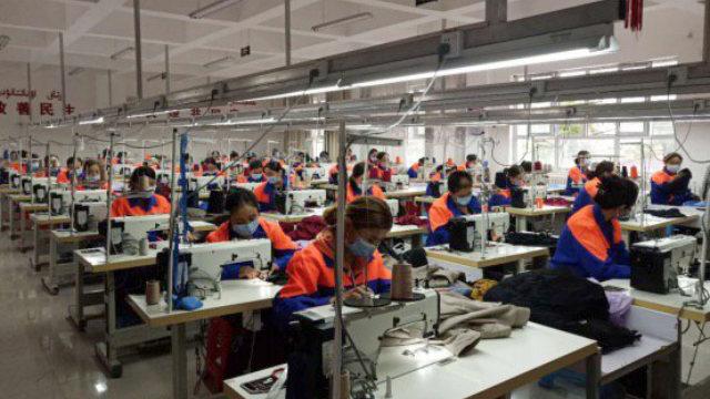 新疆新源縣維吾爾婦女正在工廠裡工作(網絡圖片)