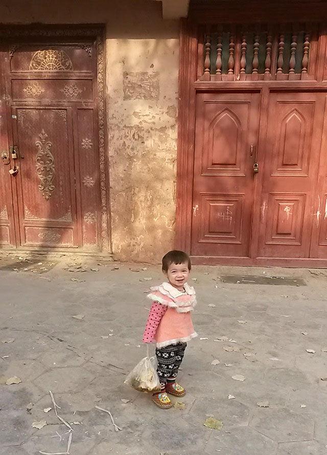 新疆的孩子們:我們還能再見到他們嗎?(露絲·英格拉姆攝)