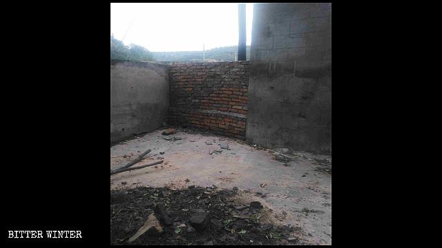 延安市三岔鎮一座關公廟被封,廟內物品被燒毀