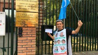 孤獨維吾爾人的遭遇:在荷蘭每週抗議 8月14日被捕