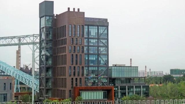 2022年北京冬奧組委會辦公大樓(N509FZ - CC BY-SA 4.0)