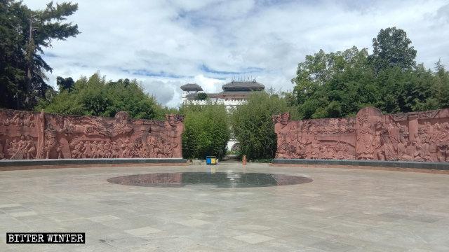 漢白玉觀音像原所在的廣場現已成空曠之地