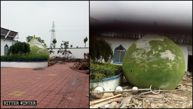該寺穹頂和月牙標誌被拆除丟在清真寺的角落裡