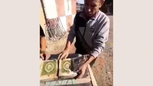 在哈薩克斯坦的哎達爾村從河裡撈出的《古蘭經》