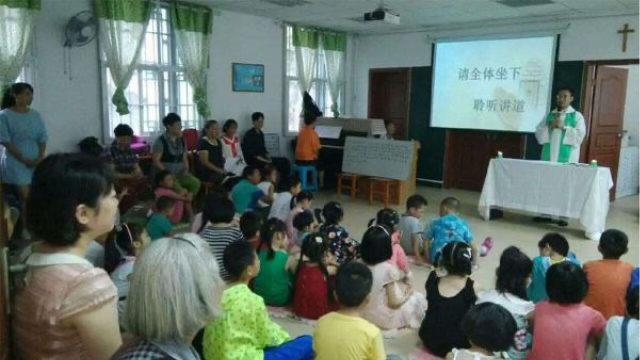 孩子們正在參加天主教主日學(信德社)