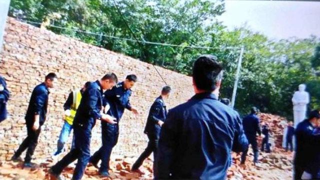 寺院重建的外牆被推倒(知情人提供)