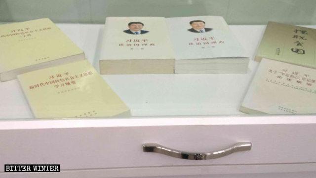 教堂內陳列著習近平關於治國理政的書籍