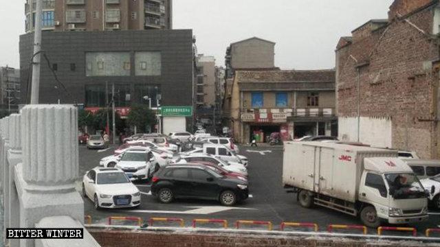 烏龍寺被拆後改建成停車場