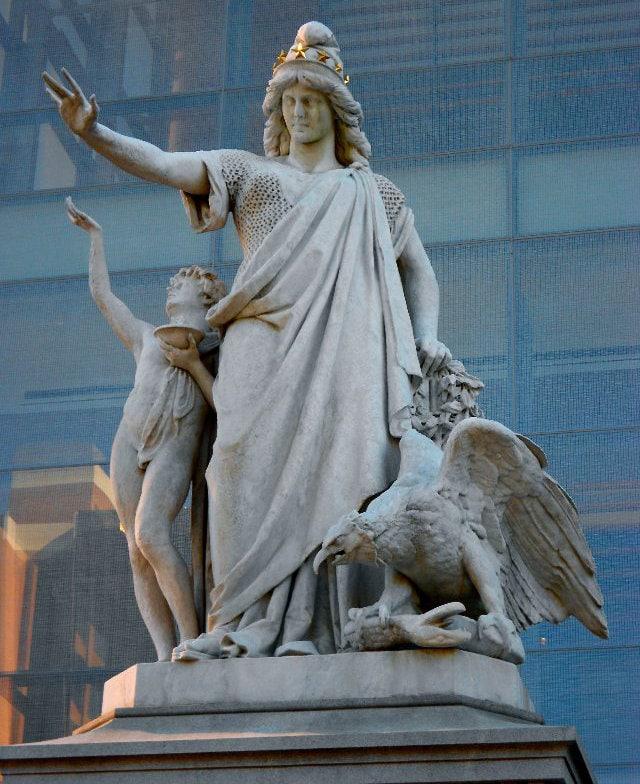 美國費城宗教自由雕像摩西·雅各布·伊齊基爾(Moses Ritter von Ezekiel,1844-1917,照片:Smallbones - CC BY-SA 3.0)