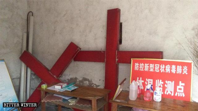 8月,臨沂市郯城縣一處三自教堂拆下的十字架